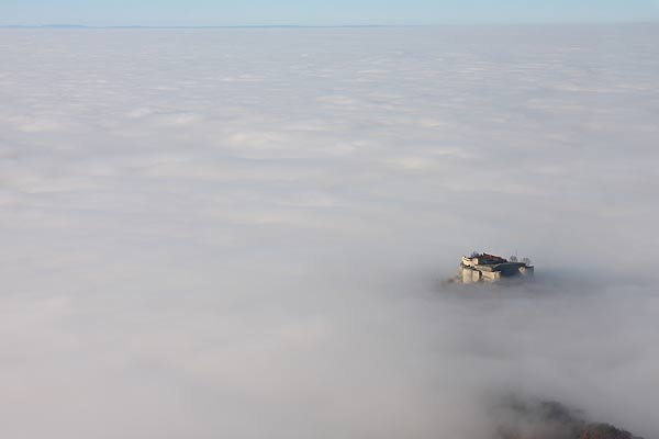 Hohen Neuffen im Nebelmeer